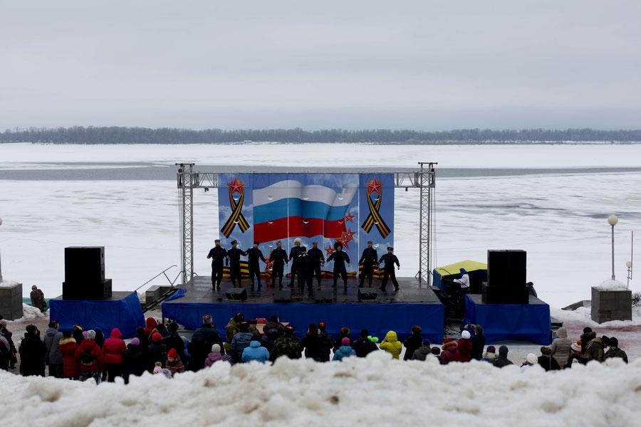 Parade am Wahrzeichen der Stad, Samara, Russland.