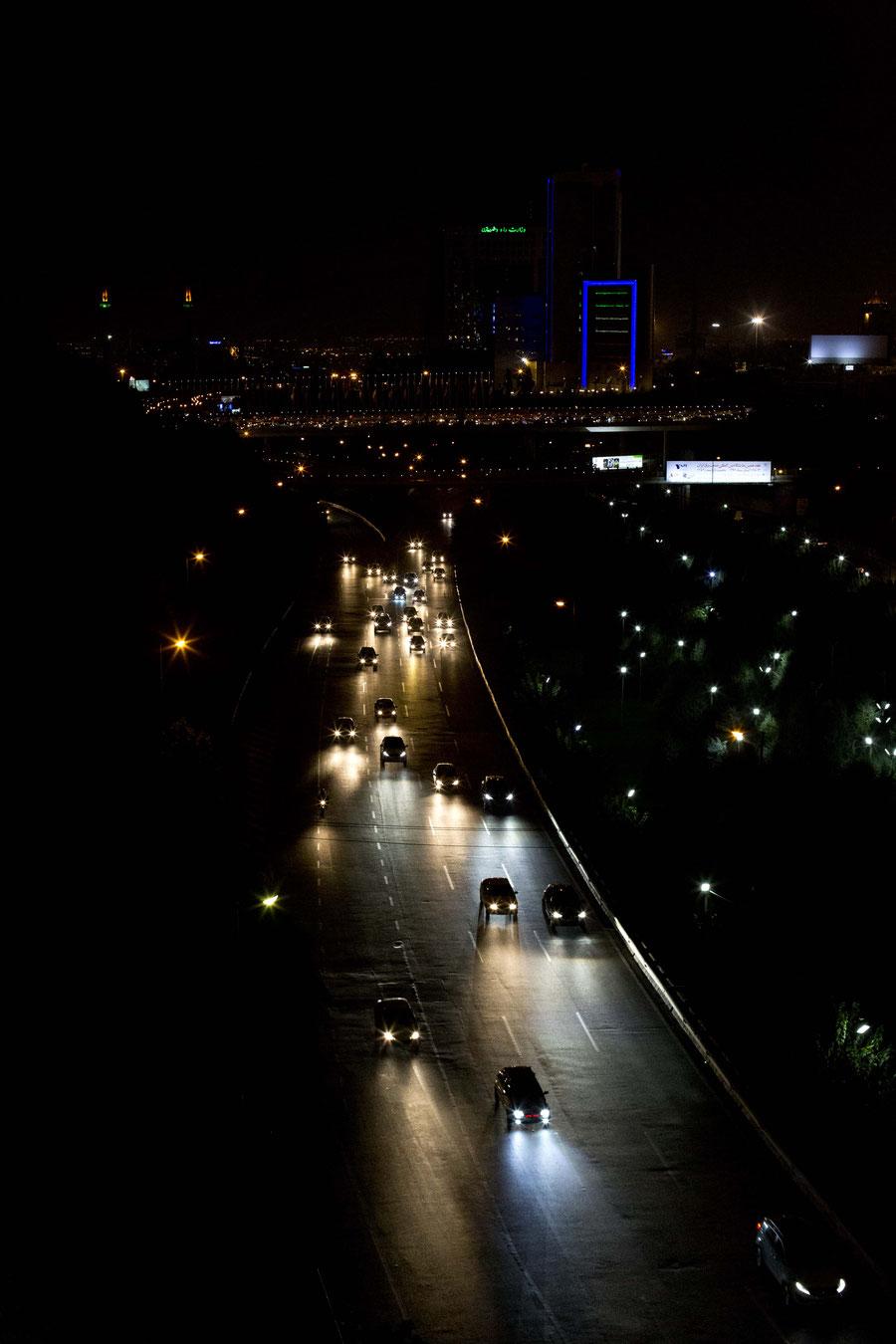 Das flickern der Lichter in der Nacht, Teheran, Iran