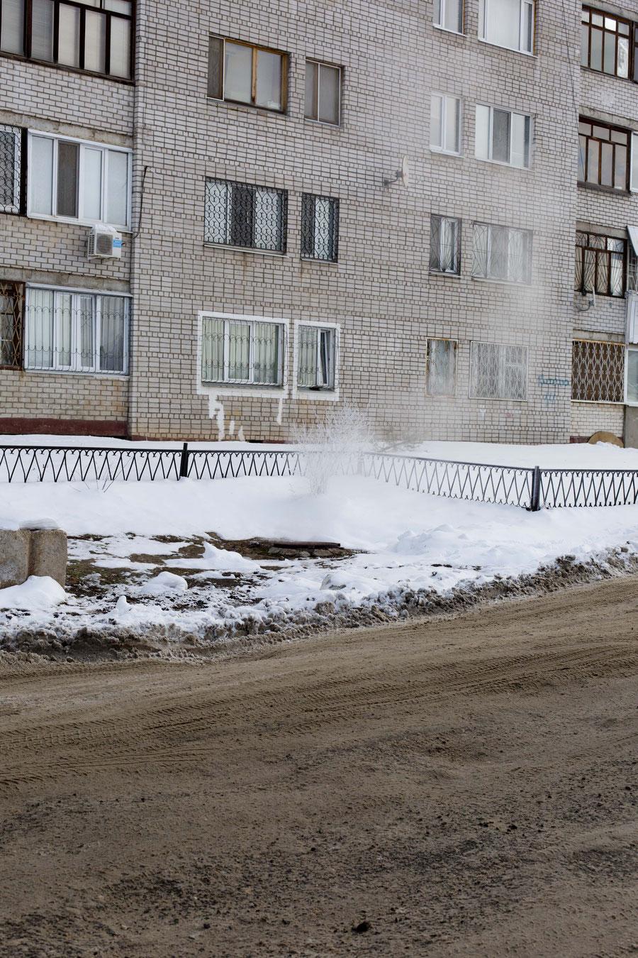 Grau-brauner Schnee, Samara, Russland