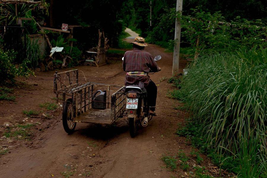 Locals doing local stuff, Pai, Thailand
