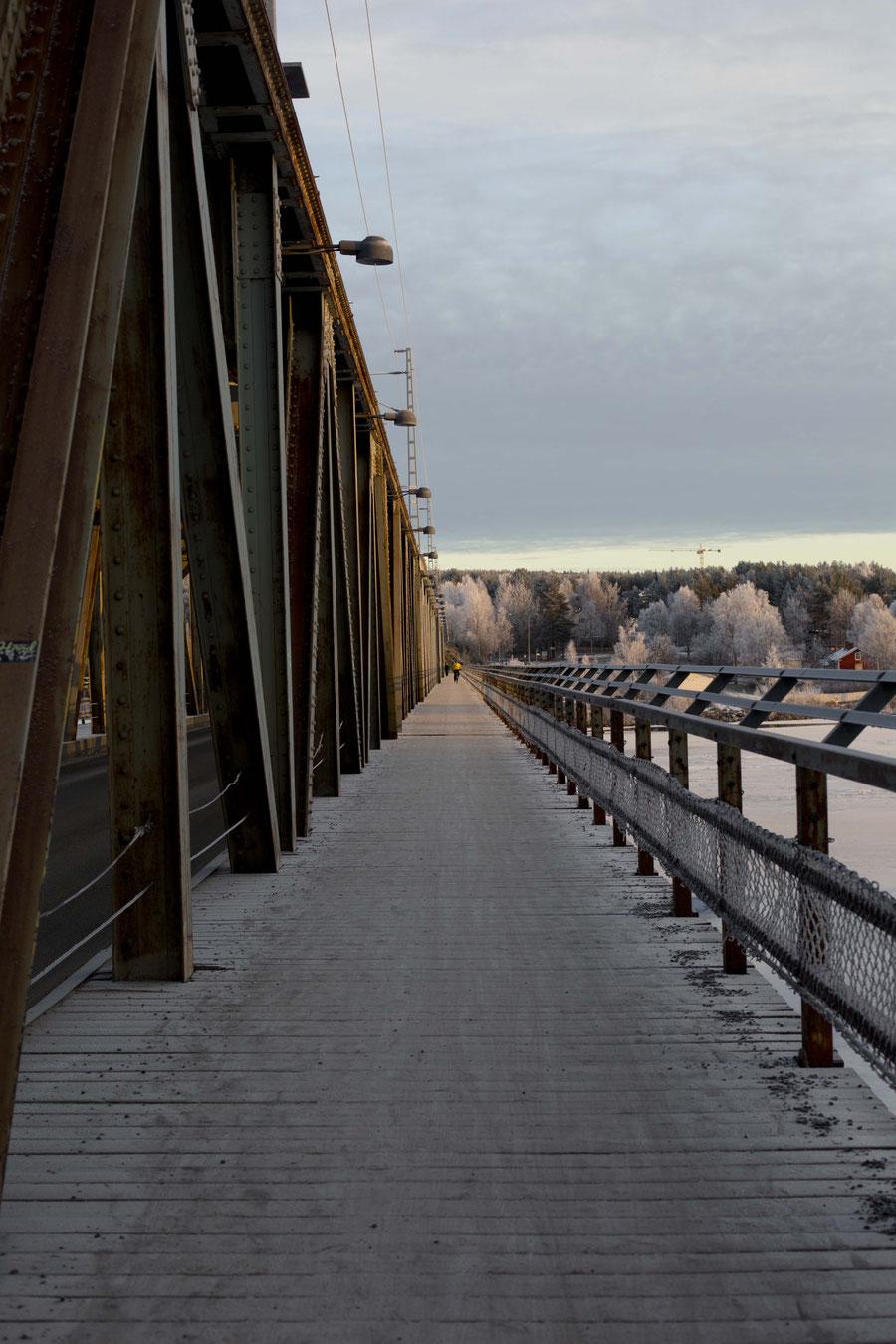 Brücke über dem Kemijoki, Rovaniemi, Finnland