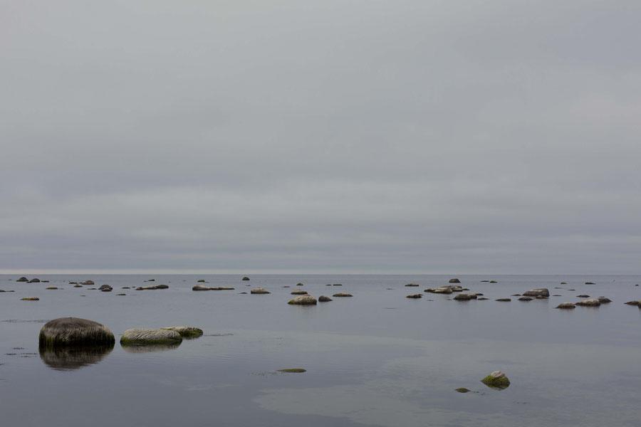 Ein Gürtel von Miniinseln umringtdie Insel Saaremaa, Estland, man nennst sie den Hofstaat von Saaremaa
