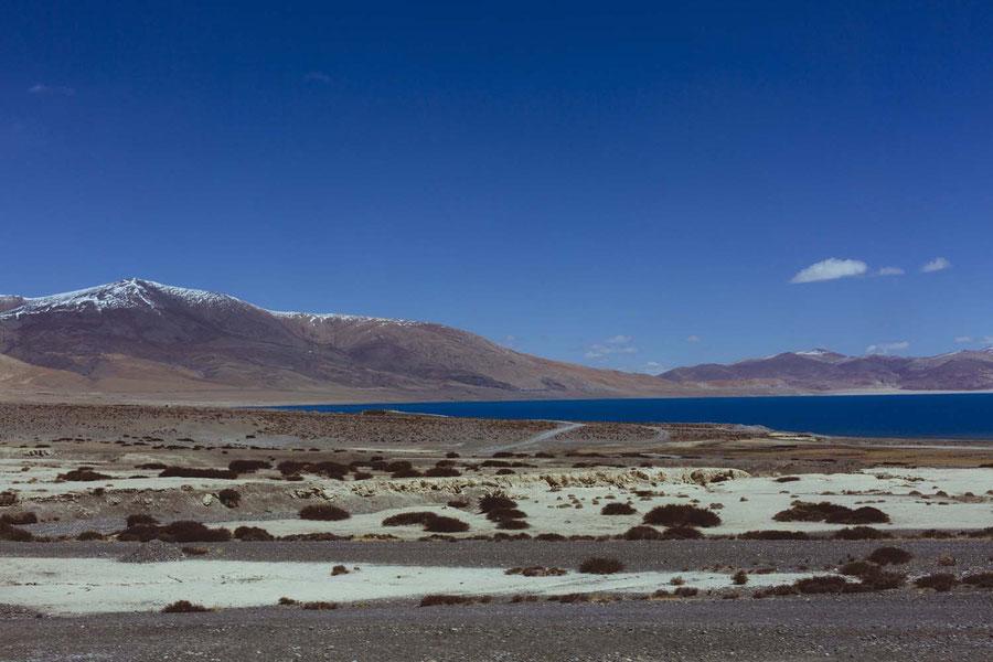 The bluest mountain lakes on 5.000 meter, Tibet, China