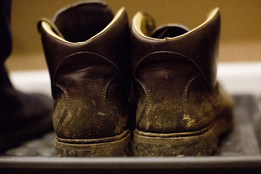 """Schuhe nach """"sorgfältiger"""" Schneereinigung, Samara, Russland"""