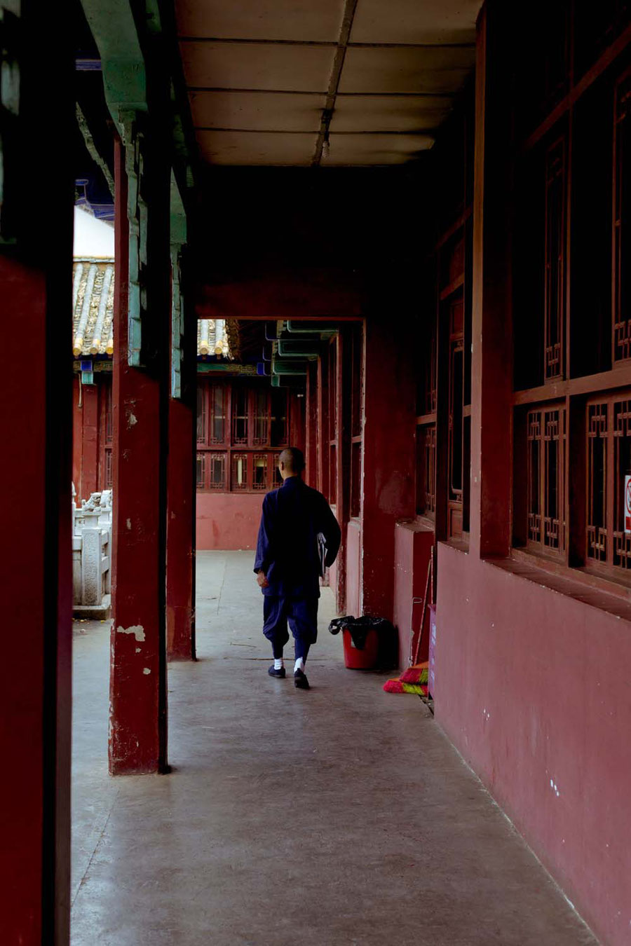 Die Mönche hier in Südchina sind so anders angezogen als die in Tibet, Kunming, China