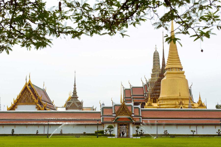 Der Königliche Palast, versteckt hinter einer Mauer und einer Paywall die es in sich hat, Bangkok, Thailand