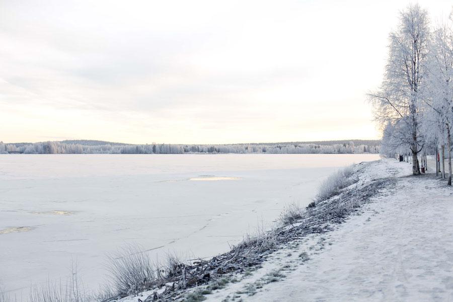 Der gefrorene Kemijoki, Rovaniemi, Finnland