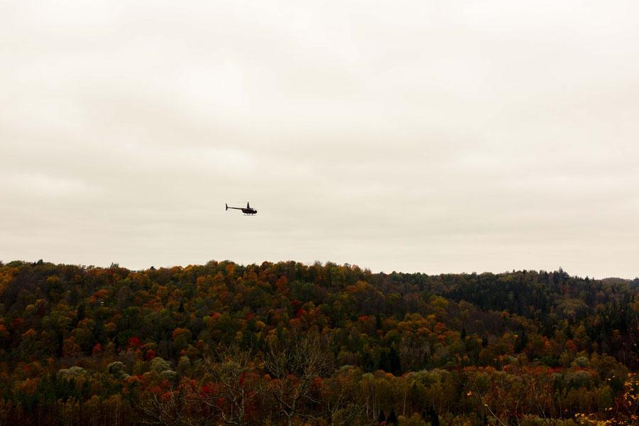 Hubschrauber über dem Gaujatal, Lettland