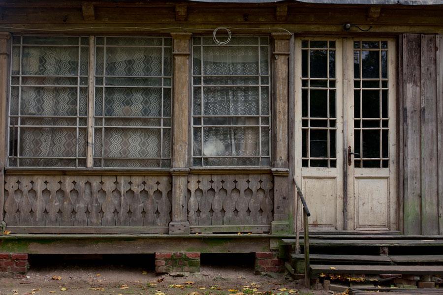 Wintergarten eines alten Holzhauses, Krimulda, Lettland