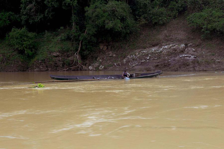Der einheimische Fischer, auf dem Mekong, Laos
