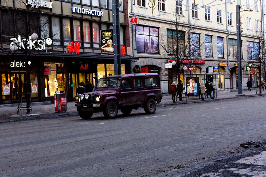 Pretty car onthe main street, Tampere, Finnland