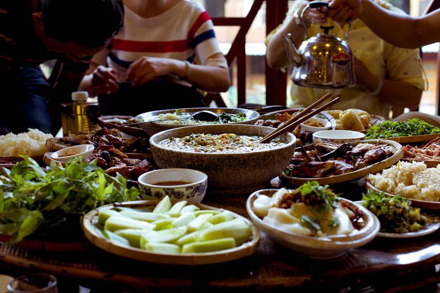Festmahl der Dai Minderheit, Jinghong, China