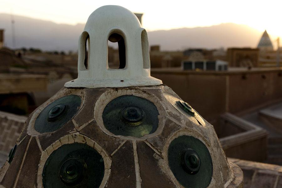 Dach in Form einer Brust mit überdimensionierten Nippeln, Kashan, Iran