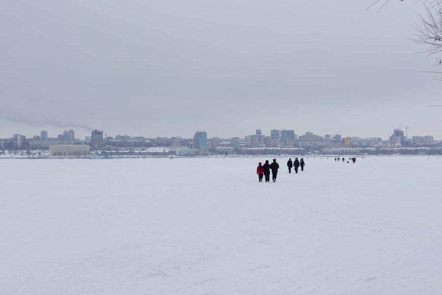 Cityskape von der Mitte der Wolga, Samara, Russland