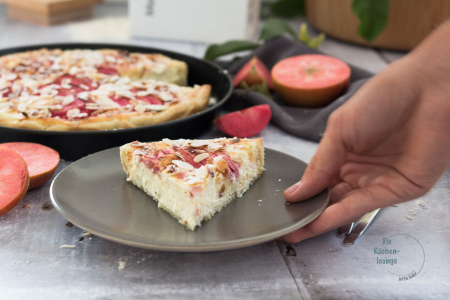 Cremiger Apfel-Quark Kuchen mit Mandelblättchen