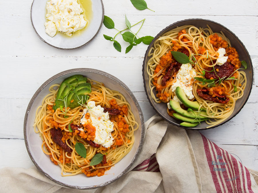 Spaghetti mit roter Linsen Bolognese