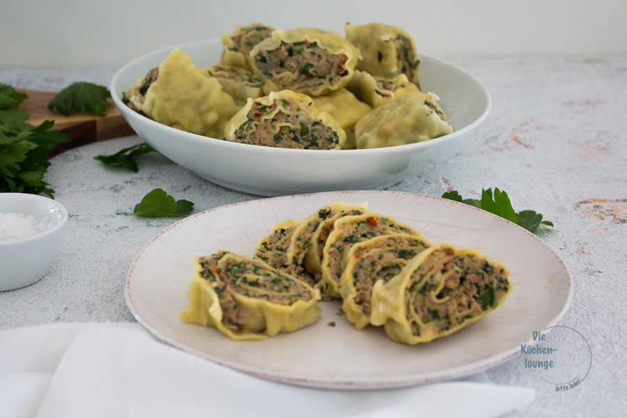 Maultaschen auf italienisch auf Tellern