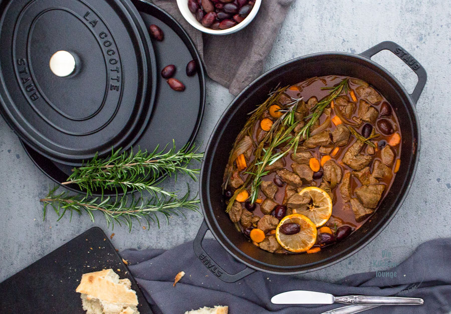 Ragout mit Kalamata-Oliven, Karotten und Rosmarin