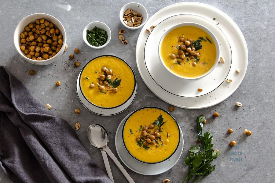 Cremige Kürbissuppe mit Kichererbsen und Orangensaft