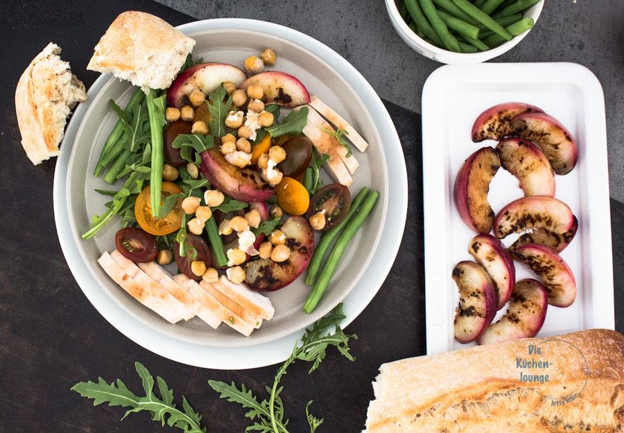 Sommerlicher Salat mit gegrillten Nektarinen