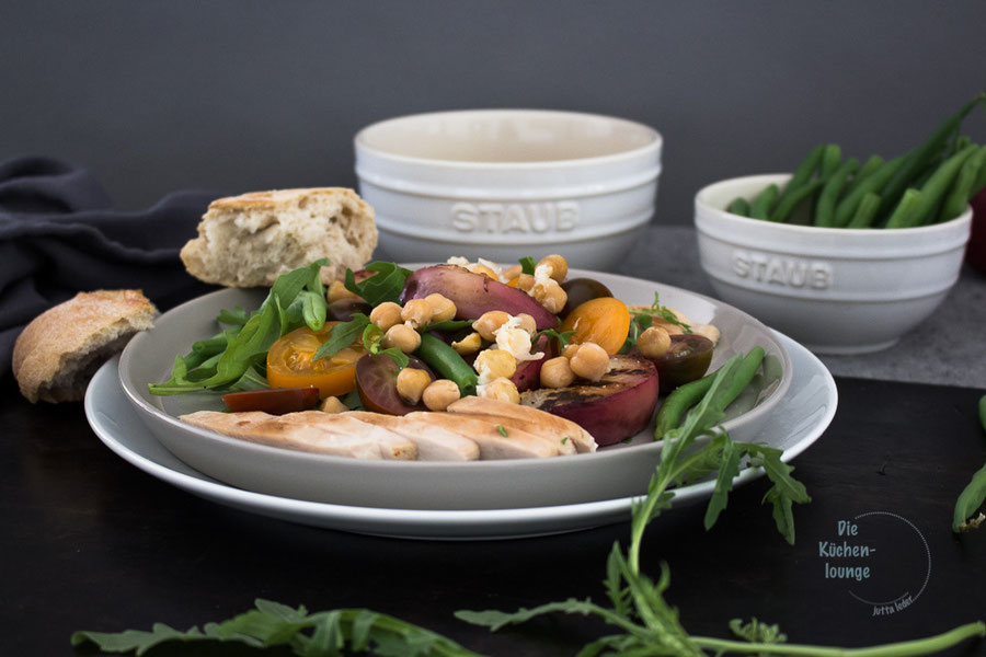 Salat mit Pute und gegrillten Nektarinen