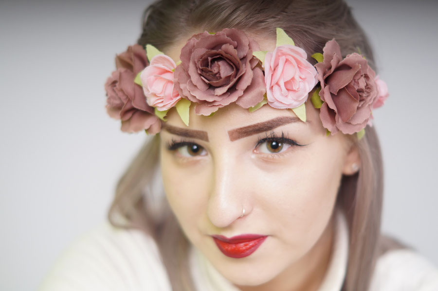 Polski Fotograf w Holandii umożliwia Państwu usługi fryzjerskie i makijaż dla naszych Klientów do sesji zdjęciowych