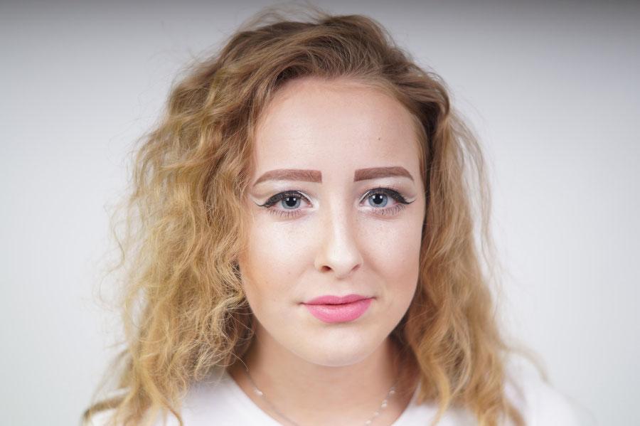 Polski Fotograf w Holandii oferuje usługi fryzjerskie i makijaż dla naszych Klientów do sesji zdjęciowych.