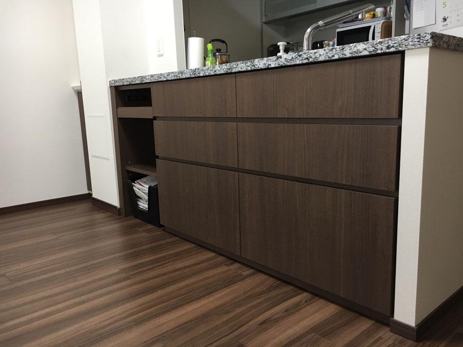 キッチンカウンター下の収納棚 スペースの有効活用
