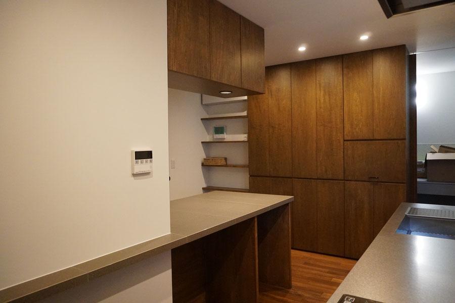 キッチン収納 オーダー家具 照明を取り付け