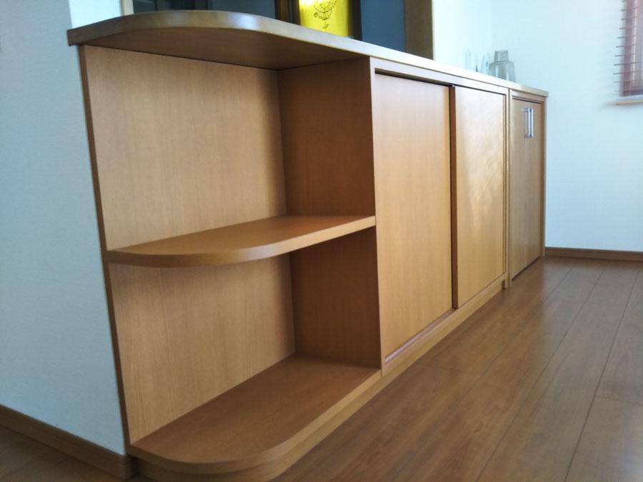 キッチンカウンター下の収納棚 本棚
