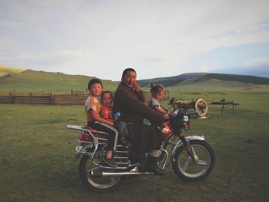 bigousteppes mongolie rencontre yourte moto nomades