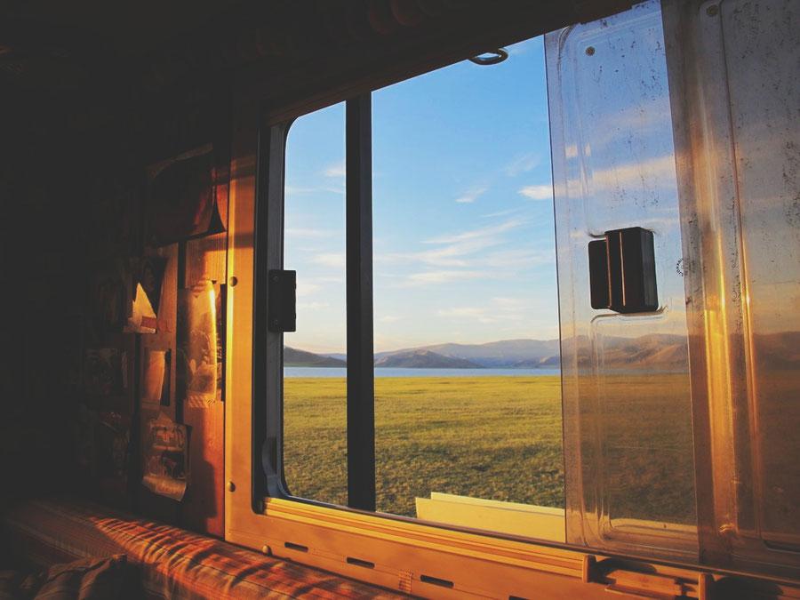 bigousteppes  mongolie camion décor lac soleil couleurs