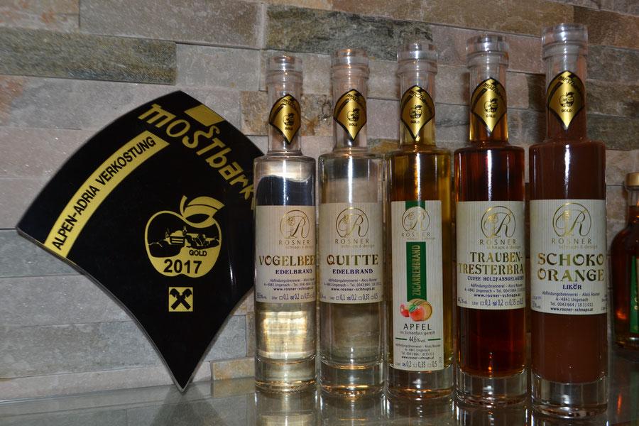 Gold: Apfel im Eichenfass, Quittenbrand, Trauben-Tresterbrand im Fass, Vogelbeerbrand, Schoko-Orangenlikör