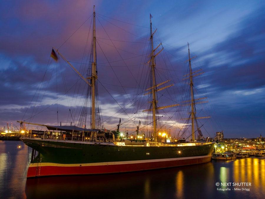 Das Segelschiff Rickmer Rickmers an den Landungsbrücken. Sie ist heute ein Museum.