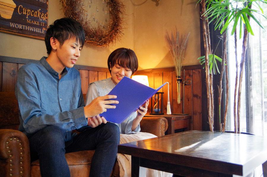オリジナルケース付デザイン婚姻届け「tsumugu」。ご結婚の決まったご家族・ご友人におしゃれな婚姻届けをプレゼントしてみては?