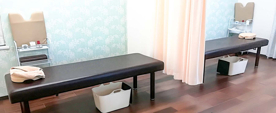 施術ベッドのあるいわさき鍼灸指圧院の院内の様子