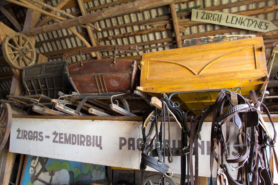 Jovarų sodyboje netrūksta nei žirgų, nei eksponatų būsimam muziejui / Foto: Kristina Stalnionytė