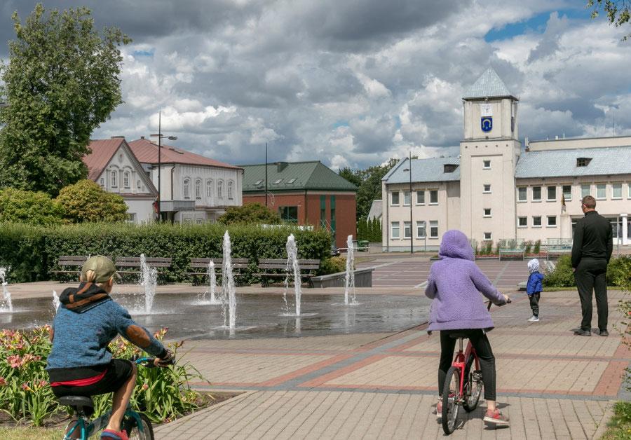 Šokantys fontanai Utenio aikštėje  / Foto: Kristina Stalnionytė