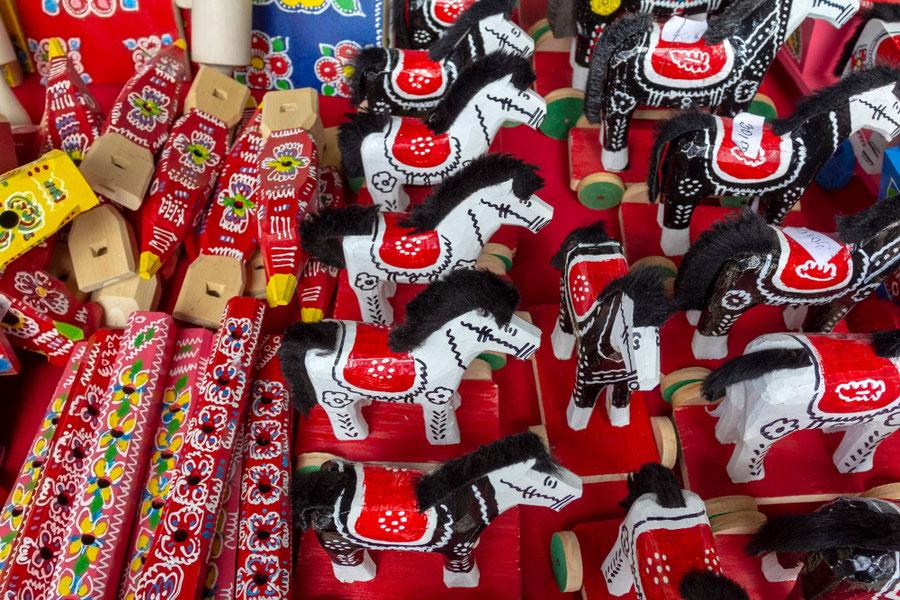 Dailininkės Marijos sukurti žaislai etnografiniame buities muziejuje Kumrovece
