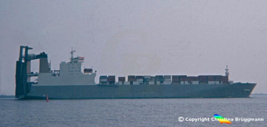 """Schwedisches Con-Ro Schiff """"ELGAREN"""" 1983 auf der Elbe"""