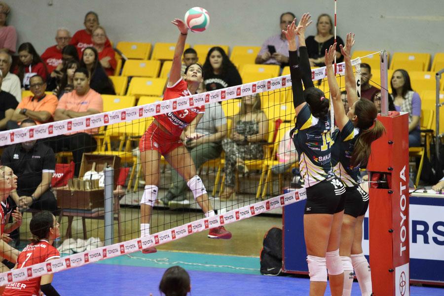 Pamela Cartagena #3 en ataque fue de gran ayuda en la victoria sobre las Polluelas / foto por Genesis Rosario Escobar