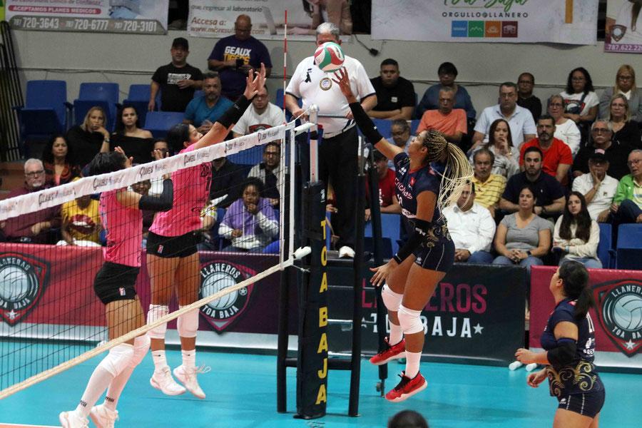Diana Reyes con 14 puntos, seis de ellos en bloqueos fue la mejor por Caguas en la ofensiva / foto por Heriberto Rosario Rosa