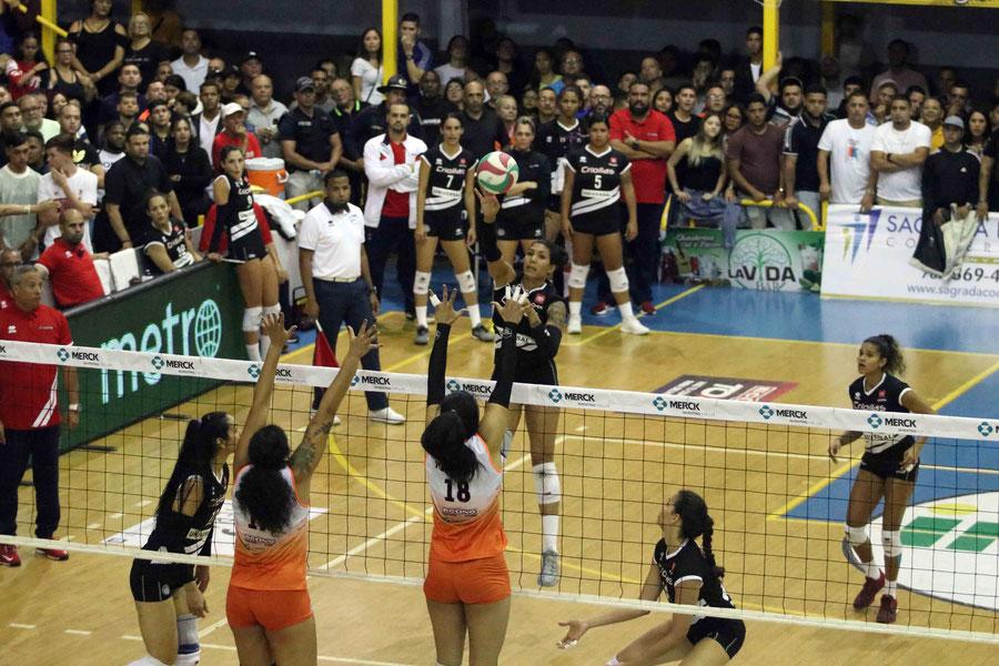 Karina Ocasio fue la bujia en la victoria de las Criollas de Caguas con 22 puntos anoche en la Gelito Ortega / foto por Heriberto Rosario Rosa