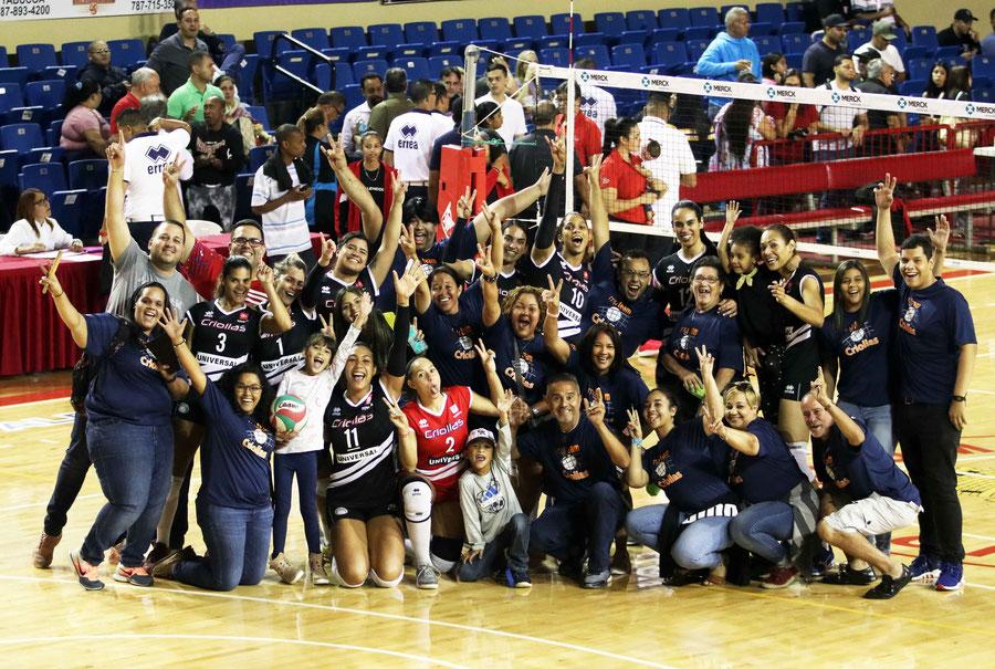 Las Criollas celebran junto a sus fieles fanáticos la clasificación a la postemporada / foto por Heriberto Rosario Rosa