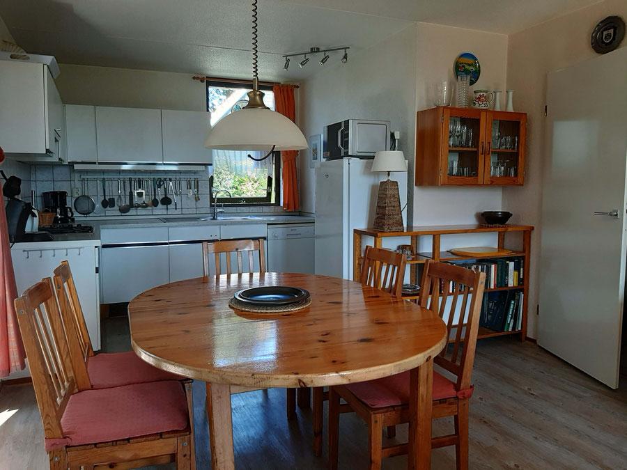 Esstisch & Küche