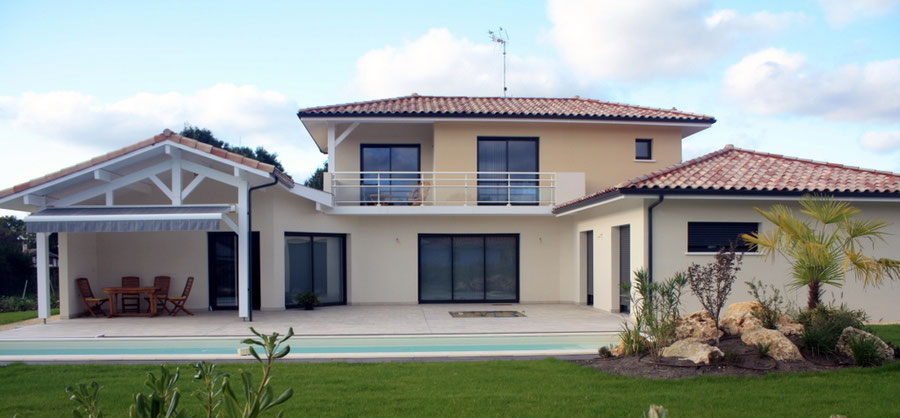 Maison individuelle neuve avec piscine dans les Landes - Construction Bernard Lacaze et Fils