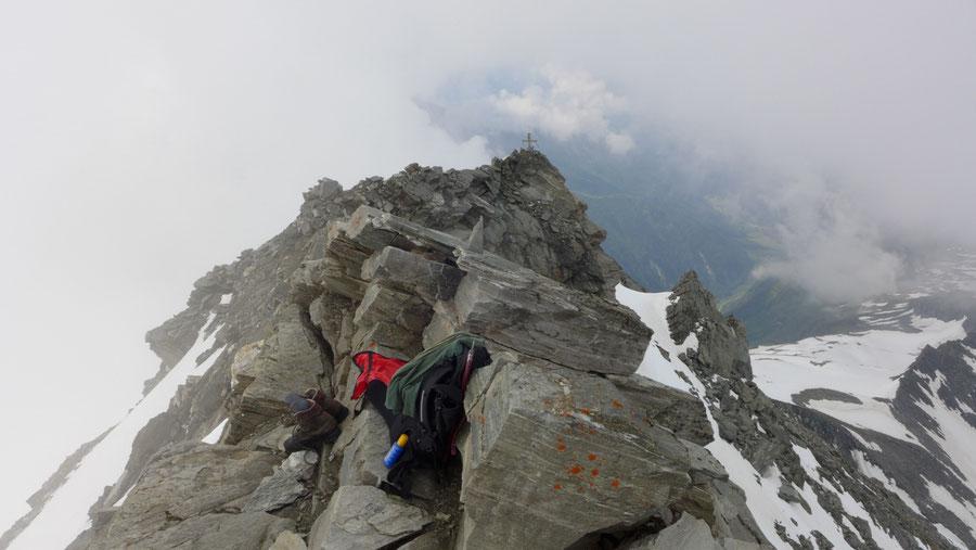 Ankogel - Gipfel, Risse im Blockwerk - Bergtour, Normalweg, Hannoverhaus, Ankogelbahn