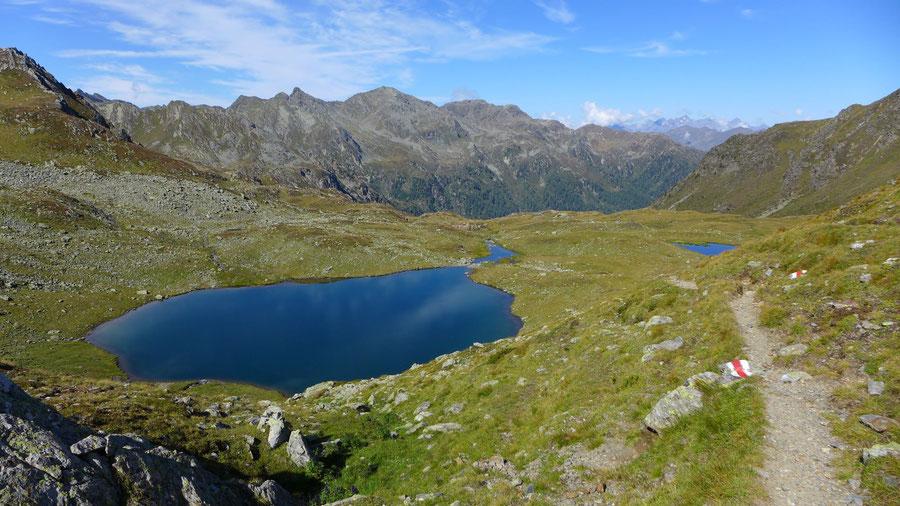 Noch mehr Seenpracht! Der Steig führt am Feldsee und einem weiteren See vorbei, aber wer will, kann noch sieben weitere besuchen.