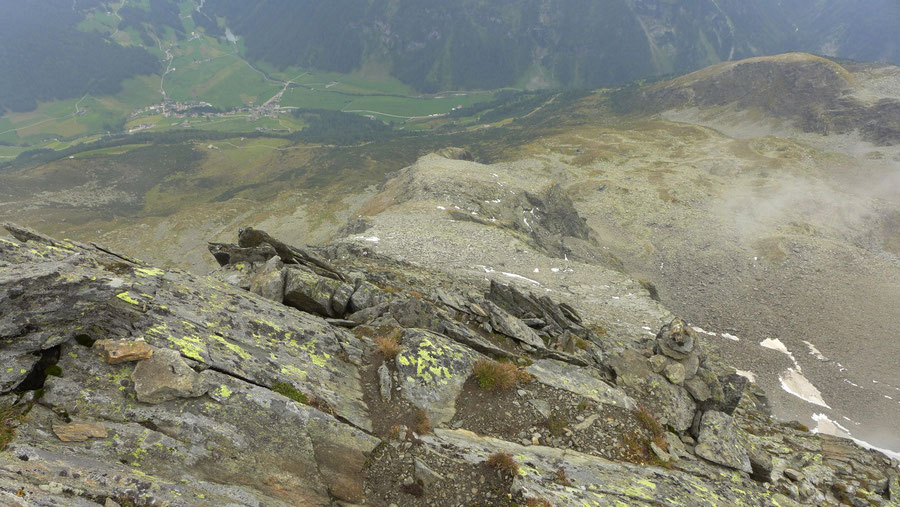JWD Bergtouren Durreck-Südostgrat oberer Teil Tiefblicke