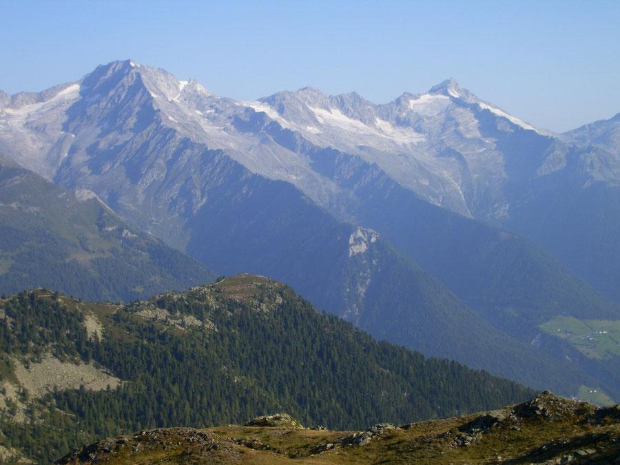 JWD Bergtouren Zillertaler Alpen Schwarzenstein und Großer Löffler über dem Ahrntal